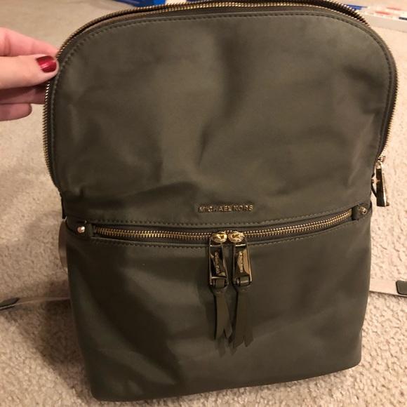 Michael Kors Rhea Zip medium slim backpack